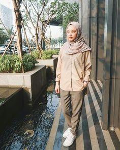 Ideas Style Hijab Jeans For 2019 Modern Hijab Fashion, Street Hijab Fashion, Hijab Fashion Inspiration, Muslim Fashion, Trendy Fashion, Trendy Style, Casual Hijab Outfit, Hijab Chic, Casual Outfits