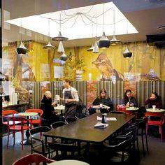 Luminárias Beat Light do designer Tom Dixon Café BIT Bogstadveien em Oslo, Noruega. Projeto do escritório AS Scenario Interiørarkitekter MNIL.  #design #luminárias #formas #lamps #shapes #iluminação #lighting #lightingdesign #interior  #interiores  #artes  #arts  #art  #arte  #decor  #decoração  #architecturelover  #architecture  #arquitetura  #design  #projetocompartilhar  #davidguerra  #shareproject  #beatlight #tomdixon #bitbogstadveien #oslo #noruega #norway #norge #asscenario