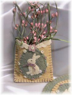 Vintage Bunnies Penny Rug/Candle Mat Set pdf by pennylaneprims Motifs Applique Laine, Wool Applique, Felt Crafts, Easter Crafts, Fabric Crafts, Crafts To Make, Spring Crafts, Holiday Crafts, Easter Tree Decorations