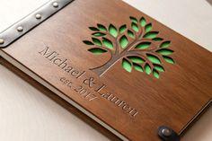 ✓ Hochwertiges Hochzeits-Gästebuch aus Holz mit individueller Gravur günstig bestellen ✓ Gravur inklusive ✓ Vintage Style ✓ Handarbeit Made in Germany