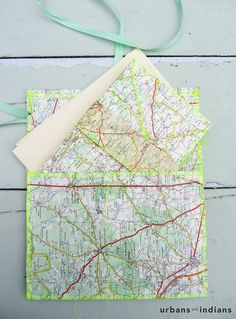 diy snail mail set out of your roadmaps. The best way to hold on to your travel-feeling! Via urbans and indians