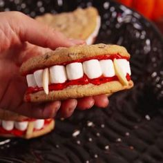 75+ Spooky Halloween Party Food Recipes Which Are Fun & Exciting - Recipe Magik Halloween Desserts, Recetas Halloween, Hallowen Food, Halloween Goodies, Halloween Food For Party, Spooky Halloween, Halloween Recipe, Halloween Cupcakes, Halloween Season