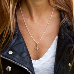 anchor middle size in 925 sterling-silver on a 925 sterling-silver chain. Fotograph by Franziska Freiermuth