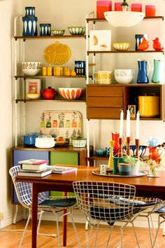 open shelving with vintage pyrex #DFKitchenInspiration