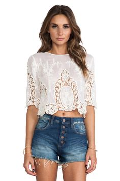 Shop for Dolce Vita Deanna Top in White & Natural at REVOLVE. Style And Grace, My Style, Style Blog, Summer Outfits, Cute Outfits, Estilo Fashion, Fashion Beauty, Womens Fashion, Crop Tops