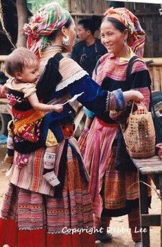 Hmong mother wearing her toddler on her back. Absolutely beautiful. #babywearing #aroundtheworld