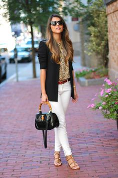 Make your white jeans outfits look wilder and trashy this summer season by wearing them animal print tops. It's true that white jeans make the perfect base Cute Summer Outfits, Outfits For Teens, Casual Outfits, Cute Outfits, Casual Attire, Thanksgiving Outfit, Winter Fashion Outfits, Autumn Fashion, White Pants Outfit