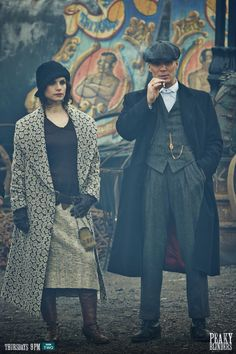 May Carleton and Thomas Shelby - Charlotte Riley and Cillian Murphy in Peaky Blinders Season set in (TV series). Traje Peaky Blinders, Peaky Blinders Costume, Peaky Blinders Season, Peaky Blinders Theme, Peeky Blinders, Estilo Gangster, Charlotte Riley, Red Right Hand, Cillian Murphy Peaky Blinders