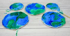 You will never guess what this beautiful stained glass Earth craft is made from. It is a fab fun kids craft perfect for celebrating Earth Day Fun Crafts For Kids, Projects For Kids, Easy Crafts, Art For Kids, Art Projects, Children Crafts, Science Projects, Earth Craft, Earth Day Crafts