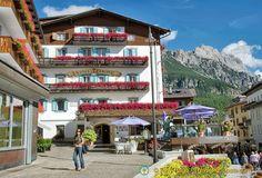 Hotel Ancora enjoys a perfect location in the centre of Cortina d'Ampezzo