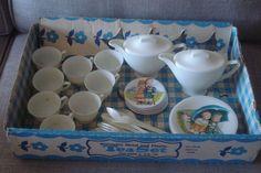 Vintage Hummel Child's Tin/Metal Wolverine Plastic Dishes Tea Set Plates Saucer #Wolverine