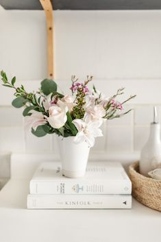 """""""I am loving all of this rain and pretty flowers that make it feel like Spring! Beautiful Flowers Pictures, Beautiful Flower Arrangements, Wedding Flower Arrangements, Simple Flowers, Pretty Flowers, Ikebana, Gift Bouquet, Vase Arrangements, How To Preserve Flowers"""