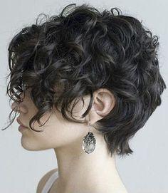 rövid hullámos frizura