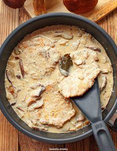 Schab w sosie grzybowym Cheeseburger Chowder, Stuffed Mushrooms, Pork, Meat, Cooking, Ethnic Recipes, Impreza, Chef Recipes, Stuff Mushrooms