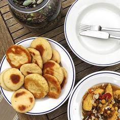 Comme c'est bientôt l'heure  Un petit retour sur notre déjeuner familial  Un petit repas qui sentait les vacances  Avec les petits pains marocains de @mellecafeine ... Un délice  Un petit tajine improvisé..Merci Picard pour les légumes  et les bons épices du marché de Wazemmes  Parce que le partage des cultures est une grande richesse et un joli voyage  Belle soirée à vous  . #foodporn #worldfood #batbout #lesrecettesdemellecafeine#familytime #happysunnysaturday #mixité #happyfamilyweekend… Comme, French Toast, Breakfast, Instagram, Small Meals, Wealth, Morocco, Pretty, Vacation