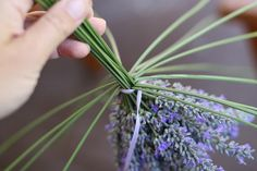 How to Make a Lavendar Wand – Garden Projects Lavender Wands, Lavender Crafts, Lavender Wreath, Lavender Garden, Crafts To Make, Fun Crafts, Malva, Smudge Sticks, Deco Floral