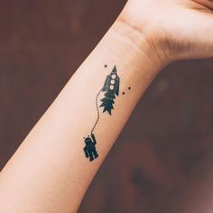 Tether by Tattly. I really want this on a shirt.