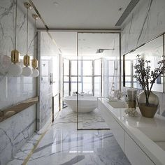 Nice Be Inspired by the best bathroom ideas by famous interior designers ➤To see more Luxury Bathroom ideas visit us at www.luxurybathroo… #luxurybathrooms #homedecorideas #bathroomideas Luxury Bathrooms The post Be Inspired by the best bathroom ideas by famous interi ..