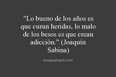 """""""Il bello degli anni è che curano le ferite, il brutto dei baci è che creano dipendenza."""" (Joaquín Sabina)"""