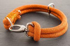 En la escalada de cuerda collar de perro  cobre