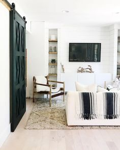 Black and white coastal living room