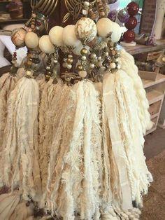 pretty, natural beads and fabric Ribbon Jewelry, Jewelry Crafts, Crafts To Make, Arts And Crafts, Diy Crafts, Diy Tassel, Tassels, Fru Fru, Sari Silk