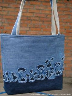 Denim Bag with Reverse Applique Mochila Jeans, Diy Sac, Denim Purse, Denim Ideas, Denim Crafts, Craft Bags, Recycled Denim, Fabric Bags, Quilted Bag