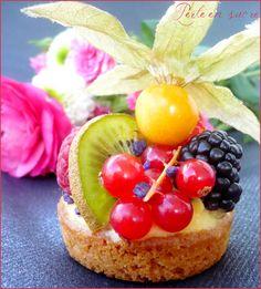 Tartelettes aux fruits frais sur fond de sablé breton