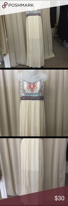 XL long dress Never worn ~NO TRADES~REASONABLE OFFERS ACCEPTED~PLEASE ASK ALL QUESTIONS BEFORE PURCHASING~ALL OFFERS MUST BE MADE THROUGH THE OFFER BUTTON. OFFERS LEFT IN COMMENTS WONT BE ACKNOWLEDGED~NO LOWBALL OFFERS~NO HOLDS~ Dresses