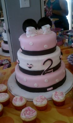 Minnie Mouse Birthday Cake and Cupcakes