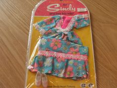 Sindy outfit 1973 lounger nrfp 31+3.2 Sewing Doll Clothes, Sewing Dolls, Vintage Barbie, Vintage Dolls, Night Outfits, Fashion Outfits, Sindy Doll, Fur Wrap, Ol Days