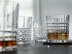 Nachtmann Highland Whisky set is beautiful, elegant and first-rate. The set contains a whisky carafe and four tumblers with different patterns. Whisky Bar, Whiskey, Liquor Glasses, Crystal Decanter, Black Russian, Cocktail Glass, Bar Set, Bars For Home, Accessories