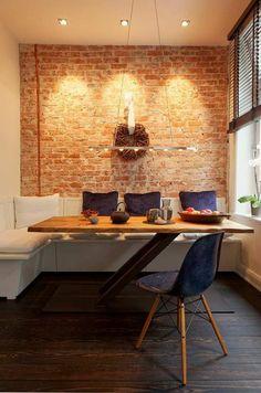 table style industriel, chaise scandinave, mur en briques