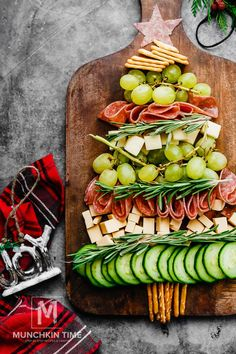 Christmas Tree Cheese Plater - cheese and cracker Christmas tree platter automat. - Christmas Tree Cheese Plater – cheese and cracker Christmas tree platter automatically creates a festive vibe and serves as a beautiful Christmas appetizer. Christmas Snacks, Xmas Food, Christmas Brunch, Christmas Appetizers, Christmas Cooking, Appetizers For Party, Appetizer Recipes, Christmas Christmas, Christmas Cheese