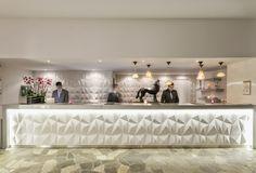 Hôtel Aigle des Neiges **** à Val d'Isère (Maranatha Hotels) - Nouvelle réception / new #hotel reception Hotel Ski, Val D'isère, Bed Pillows, Pillow Cases, Home, Eagle, Pillows, Ad Home, Homes