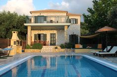 Beautiful Villas, Emerald, Greece, Mansions, House Styles, Home Decor, Mansion Houses, Decoration Home, Manor Houses