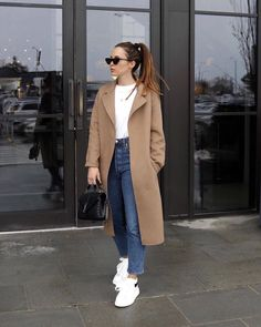 fall fashion staples that aren not going out of style 10 Winter Coat Outfits, Winter Fashion Outfits, Fall Outfits, Autumn Fashion, Casual Outfits, Japan Fashion Casual, Fashion Fashion, New York Winter Outfit, Japan Winter Fashion