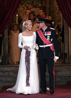 Royale Hochzeitskleider: 25. August 2001: Prinzessin Mette-Marit und Prinz Haakon von Norwegen