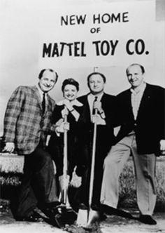 Elliot Handler Remembered Ruth Mosko Handler and asocciated made the work. Nuevo hogar de la Mattel Toy Company. Un sueño de dos ahora con asociados, crecer y crecer, Barbie, otras muñecas (blancas, negras, parlantes), Hot Wheels, Fisher Price, etc.etc. etc.