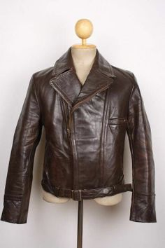 Men's leather jackets really are a very important component to every single man's wardrobe. Men have to have jackets for several functions and several climate conditions. Men's Jacket Style. Vintage Leather Jacket, Leather Men, Motorcycle Outfit, Motorcycle Jacket, Dapper Suits, Leather Jackets For Sale, Casual Outfits, Fashion Outfits, Men's Wardrobe