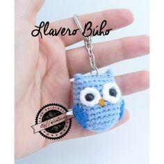 Mini búho amigurumi (llavero) Crochet Owls, Baby Girl Crochet, Love Crochet, Crochet Animals, Crochet Crafts, Crochet Yarn, Crochet Projects, Crochet Patterns, Crochet Keychain