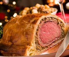 Karácsonykor - a desszertkavalkád mellett - a legtöbben halászlét vagy töltött káposztát készítenek, de szintén népszerű ilyenkor a pulyka, a Wellington-bélszín, a pisztráng, a különféle töltött húsok és raguk is. Össze is gyűjtöttük gyorsan a mi kedvenc ünnepi receptjeinket, hátha valaki kedvet kap az egyikhez.