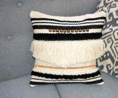 Coussin bohème tissé main et toile de jute : Textiles et tapis par deco-nomade