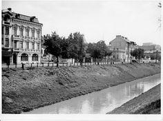 Bucharest, Time Travel, Louvre, Street View, Building, Traveling, Memories, Romania, Viajes