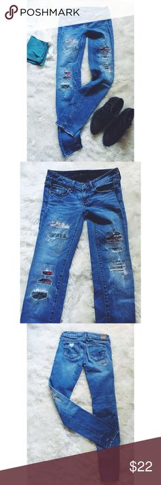 American Eagle Patchwork Skinny Jeans Distressed skinny jeans with colorful patchwork stitching detailing! Adorable! Add an oversized flannel or chambray and some booties and you're good to go! Gently used. Great condition. American Eagle Outfitters Jeans Skinny