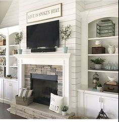 Home Remodeling Decor 36 Relaxing Farmhouse Fireplace Decoration Ideas For Your House - There was a day when burning wood in the wood burning fireplace was the only option. That's before the furnace, […] Fireplace Built Ins, Farmhouse Fireplace, Home Fireplace, Fireplace Remodel, Living Room With Fireplace, Cozy Living Rooms, Fireplace Design, Apartment Living, Living Room Decor