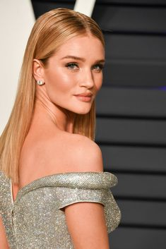 Rosie Huntington-Whiteley attends the 2019 Vanity Fair Oscar Party hosted by Radhika Jones at Wallis Annenberg Center for the Performing Arts on February 2019 in Beverly Hills, California. Get premium, high resolution news photos at Getty Images Rosie Whiteley, Rosie Alice Huntington Whiteley, Rosie Huntington Hair, Rose Huntington, Victoria's Secret Models, Vanity Fair Oscar Party, Victoria Secret Angels, Fashion Models, Fashion Clothes