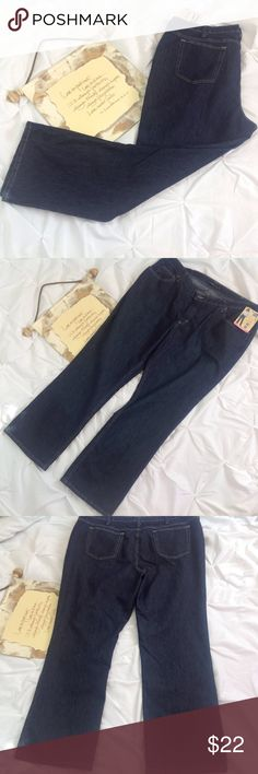 Lee Rider Women's Tummy Control Blue Jeans 24W New NWT. Lee Rider tummy control, blue jeans.  Lying flat, approximate measurements are: waist 23.5 inches; hip 25 inches; inseam 31 inches. (C0316-052) Lee Jeans Straight Leg