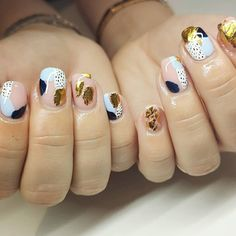 The Secrets of Healthy Nails. Many people assume that the secret to having strong, healthy nails is the way you care for them. Foil Nail Art, Foil Nails, Nails With Foil, Minimalist Nails, Perfect Nails, Gorgeous Nails, Trendy Nails, Cute Nails, Nail Art Abstrait