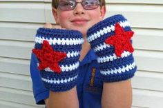 Got a superhero in the family? This free crochet pattern for Captain America Gloves is easy to make, and they look so cool!
